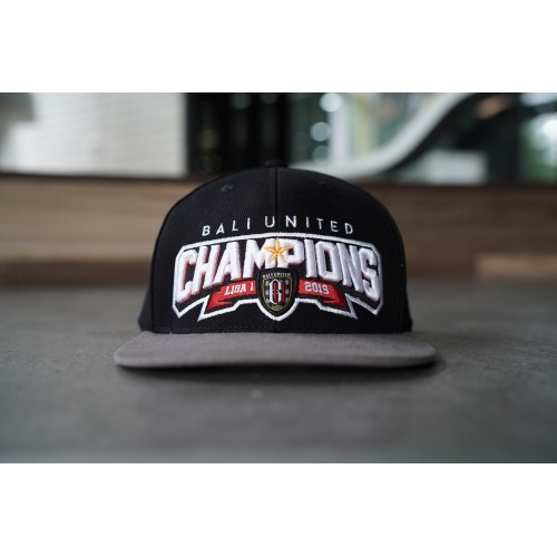 The Champions Snap in Black